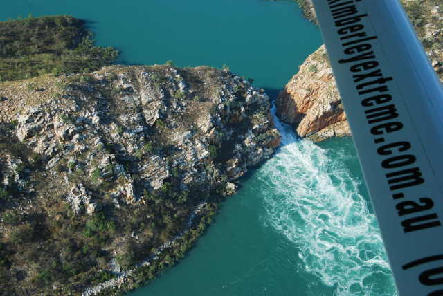 Horizontal falls from above